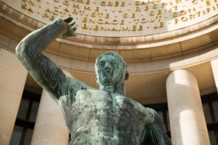 Paris, Palais de Chaillot, POMMIER, Albert : Hercule domptant un bison